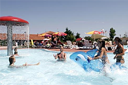Poollandschaft auf Camping Villaggio Barricata